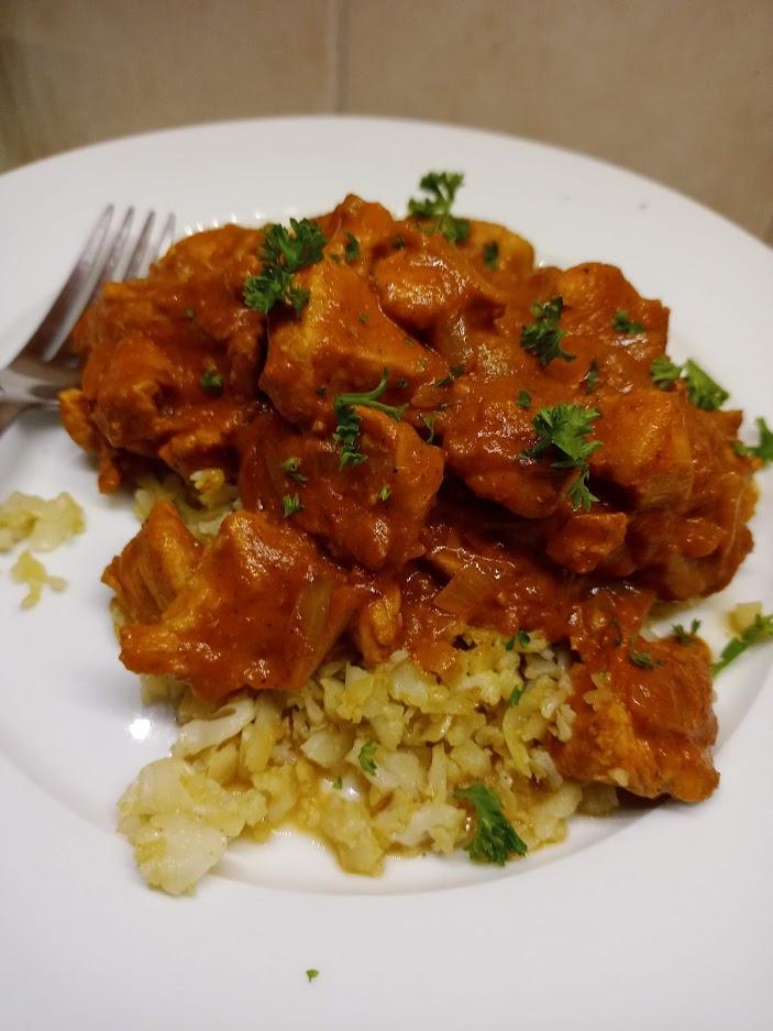Chicken tikka masala over caulirice